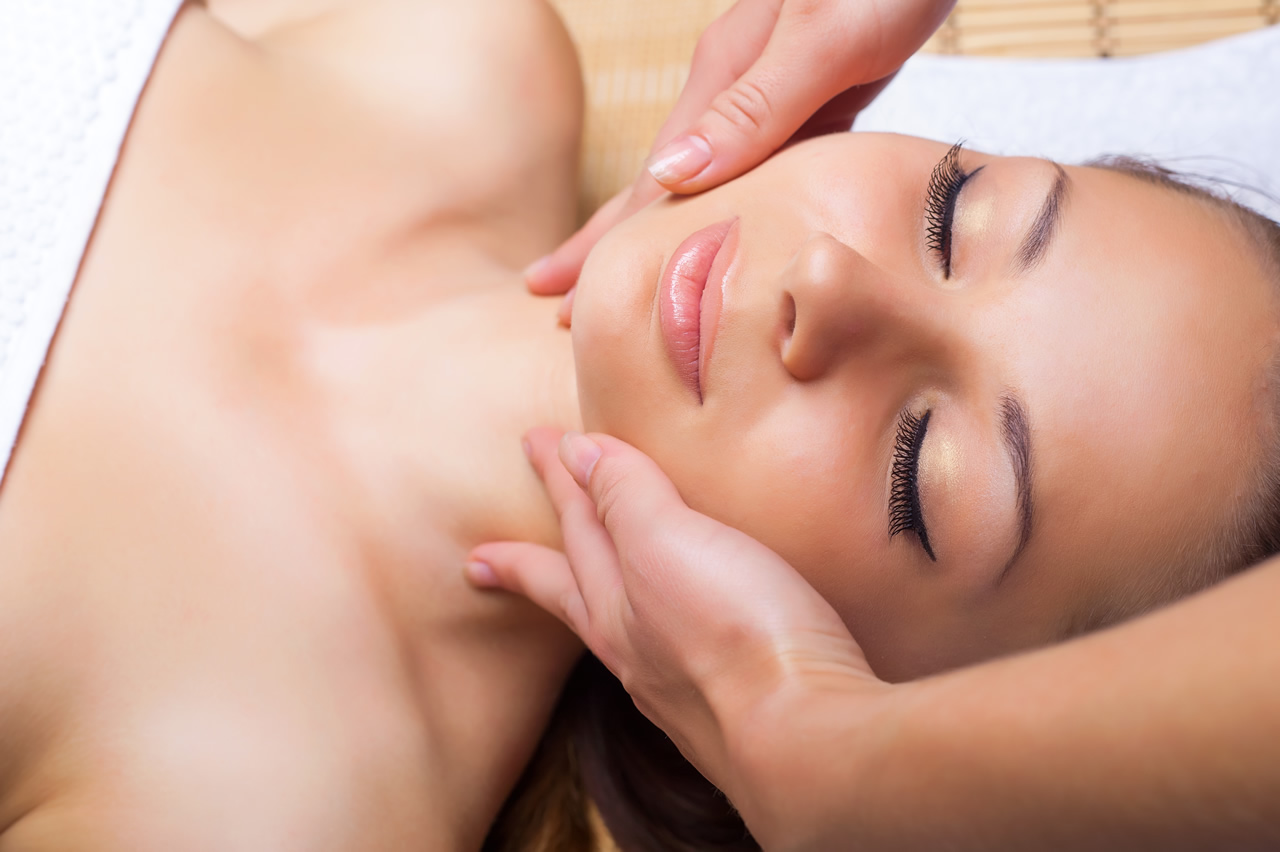 Facials to</br> Rejuvenate & Revive